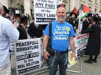 Fra gadekampagne i London. Foto: Jews for Jesus UK