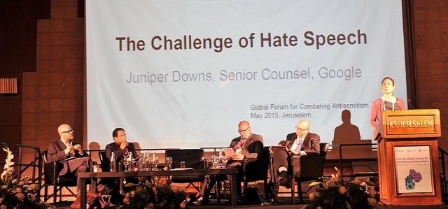 Juniper Down fra Google var bl.a. optaget af spørgsmålet om, hvordan vi imødegår had-tale på internettet uden at gå på kompromis med vores værdier om et åbent og frit samfund. Øverst: Simon Milner fra Facebook. (Foto: Israel Ministry of Foreign Affaris)